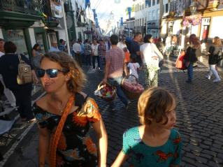 Les rues d'Angra pendant les fêtes.
